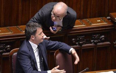 Yoram Gutgeld, à droite, avec le Premier ministre italien Matteo Renzi. (Crédit : autorisation)