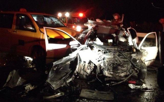 Scène de l'accident de la route qui a coûté la vie à un Palestinien, en Cisjordanie, le 19 décembre 2016. (Crédit : Magen David Adom)