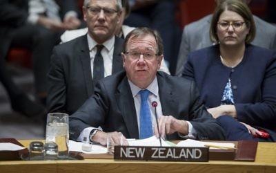 Murray McCully, ministre des Affaires étrangères de Nouvelle Zélande, devant le Conseil de Sécurité des Nations unies, le 16 décembre 2016. (Crédit : Manuel Elias/ONU)