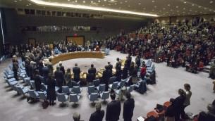 Le Conseil de Sécurité de l'ONU. Sur cette photo datant du 20 décembre 2016, les membres respectent une minute de silence à la mémoire de l'ambassadeur de la Fédération Russe en Turquie, qui a été assassiné le 19 décembre lors d'un attentat terroriste à Ankara. (Crédit :Photo ONU/Manuel Elias)