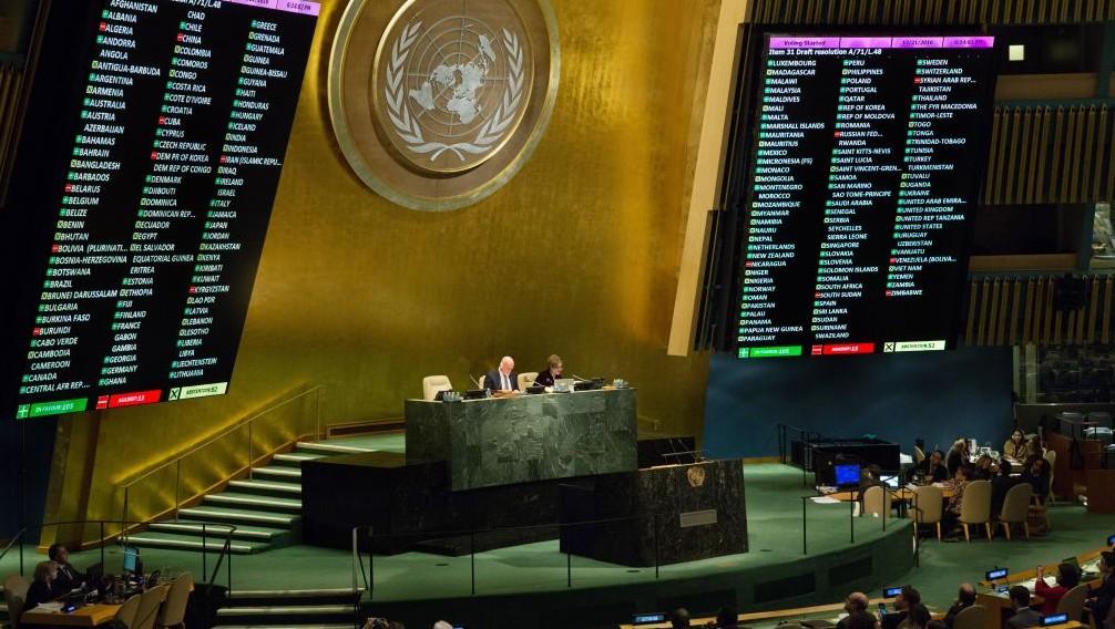 Bilan du vote électronique de l'Assemblée générale des Nations unies sur une résolution mettant en place un mécanisme d'investigation sur les crimes de guerre et les crimes contre l'humanité en Syrie, le 21 décembre 2016. (Crédit : Evan Schneider/Nations unies)
