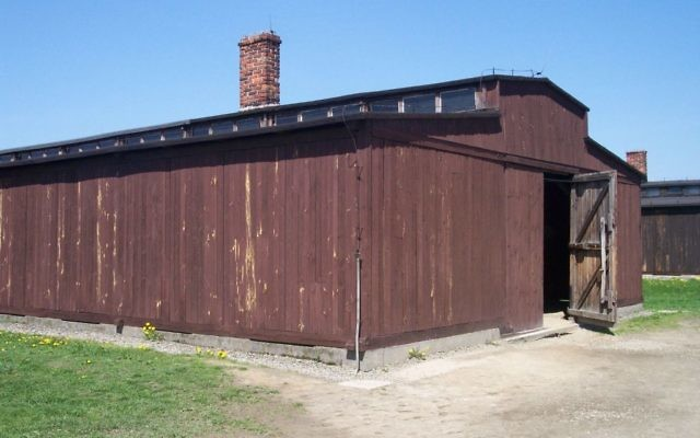 Baraquement du camp de concentration d'Auschwitz II-Birkenau. (Crédit :Pimke/CC BY 2.5/WikiCommons)