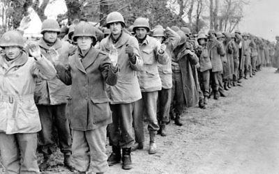 Les prisonniers américains capturés dans les Ardennes en décebre 1944 (Crédit : Wikimedia commons/Bundesarchiv, Bild 183-J28589 / CC-BY-SA 3.0)
