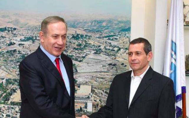 Benjamin Netanyahu et Nadav Argaman, le 28 décembre 2016 (Crédit : Likud/Facebook)