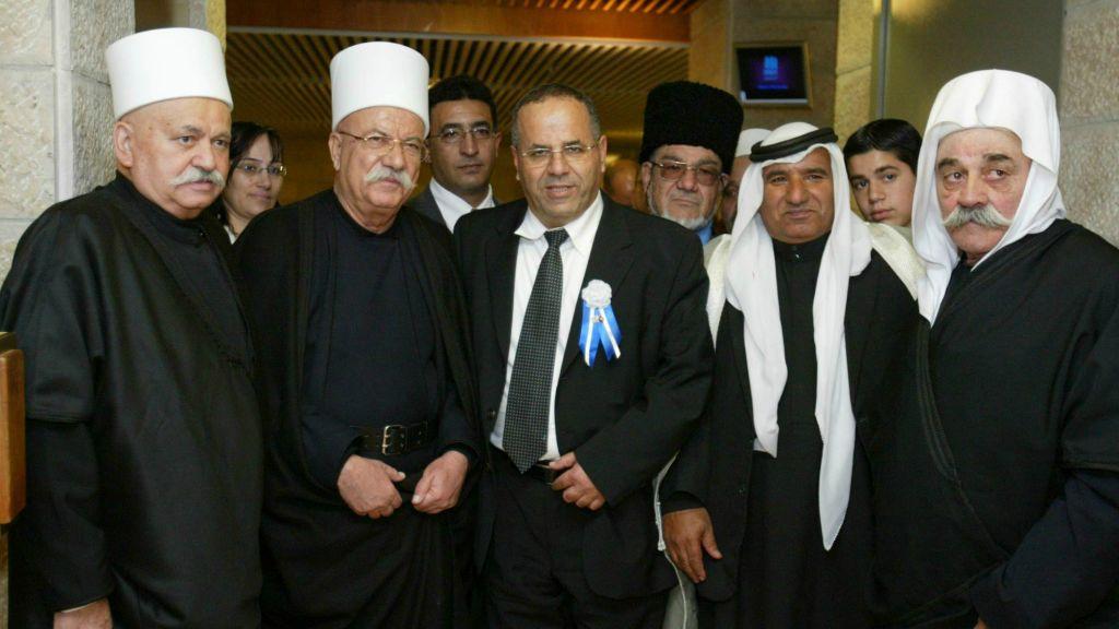 Ayoub Kara, député du Likud (au centre), et sa famille avant la session d'inauguration de la 18e Knesset, le 24 février 2009. (Crédit : Olivier Fitoussi/Flash90)