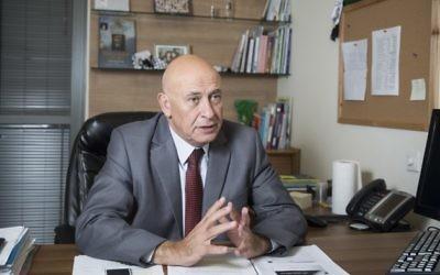 Basel Ghattas, député de la Liste arabe unie, dans son bureau de la Knesset à Jérusalem, le 3 novembre 2015. (Crédit : Hadas Parush/Flash90)