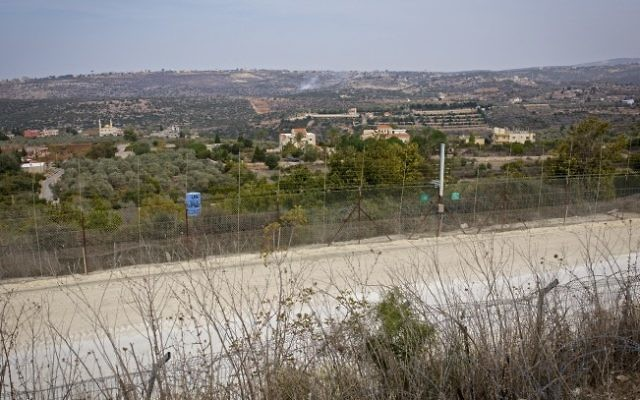 Le Liban vu depuis le côté israélien de la frontière, le 10 novembre 2016. (Crédit : Doron Horowitz/Flash90)