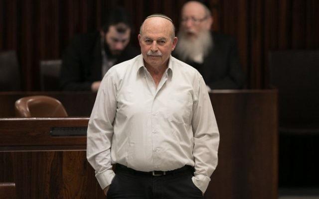 Nissan Slomiansky, député de HaBayit HaYehudi, pendant le vote du projet de loi dit de régulation légalisant les avant-postes de Cisjordanie, à la Knesset, le 7 décembre 2016. (Crédit : Yonatan Sindel/Flash90)