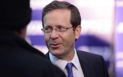 Isaac Herzog, chef de l'opposition et député de l'Union sioniste, pendant la conférence de son parti Havoda à Tel Aviv, le 11 décembre 2016. (Crédit: Tomer Neuberg/Flash90)