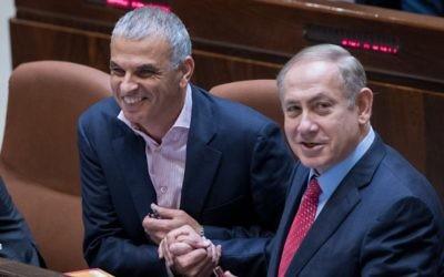 Le Premier ministre Benjamin Netanyahu et le ministre des Finances Moshe Kahlon pendant le vote à la Knesset du budget de l'Etat 2017 - 2018, le 21 décembre 2016. (Crédit : Yonatan Sindel/Flash90)