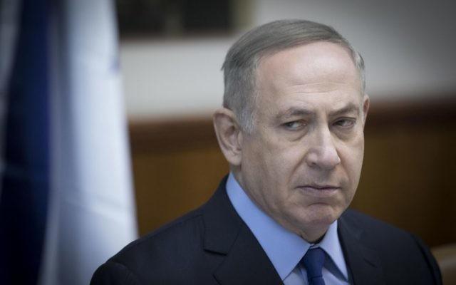 Le Premier ministre Benjamin Netanyahu pendant la réunion hebdomadaire du cabinet à Jérusalem, le 25 décembre 2016. (Crédit : Yonatan Sindel/Flash90)