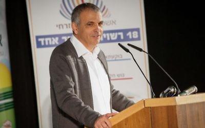 Moshe Kahlon, ministre des Finances, pendant la conférence sur le développement du nord d'Israël, à Maalot-Tarshiha, le 25 décembre 2016.  (Crédit : Meir Vaknin/Flash90)