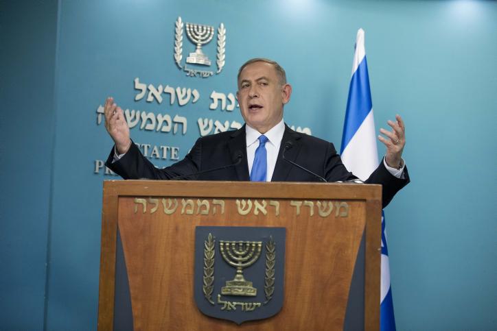 Le Premier ministre Benjamin Netanyahu lors d'une conférence de presse en réponse au discours prononcé par le secrétaire d'Etat John Kerry sur sa vision de la paix, le 28 décembre 2016. (Crédit : Yonatan Sindel/Flash90)