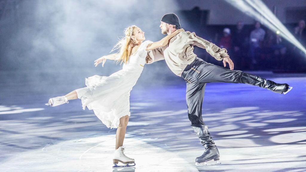 """Les patineurs de """"L'Age de Glace"""", une émission de téléréalité russe, seront en Israël en mars 2017. (Crédit : """"Age de Glace"""")"""