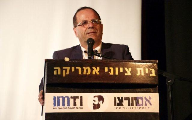 Ayoub Kara, vice-ministre chargé de la Coopération régionale, pendant la quatrième Conférence annuelle sioniste pour les droits de l'Homme organisée par Im Tirtzu à Tel Aviv, le 11 décembre 2016. (Crédit : Dov Lieber/Times of Israël)