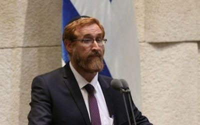Le député du Likud Yehuda Glick pendant son investiture à la Knesset, le 25 mai 2016. (Crédit : porte-parole de la Knesset)