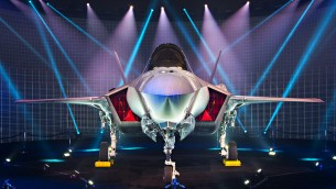 Le premier avion de chasse F-35 israélien dévoilé par Lockheed Martin à Fort Worth, Texas, le 22 juin 2016. (Crédit : Lockheed Martin)
