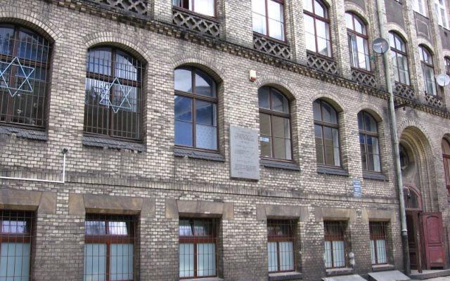 La communauté juive, une petite synagogue et une cuisine casher à Wrocław (Crédit : Wikimedia Commons, Julo, Domaine Public Public)