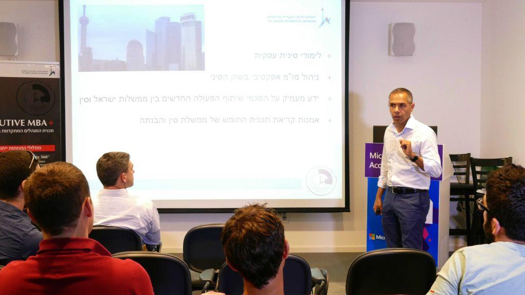 Le professeur Niron Hashai, le vice-doyen au département de l'innovation et du développement de la faculté des affaires de l'université hébraïque (Crédit : Autorisation)