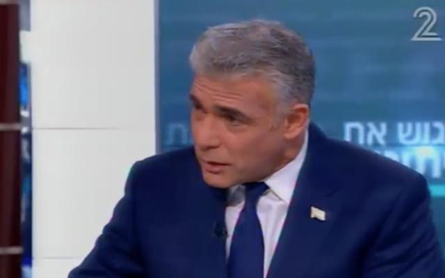 Yair Lapid, le président du parti Yesh Atid, sur la Deuxième chaîne, le 10 décembre 2016. (Crédit : capture d'écran Deuxième chaîne)