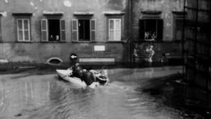 La rue de la Grande Synagogue, inondée par les eaux. (Crédit : Andrea Belgrado)