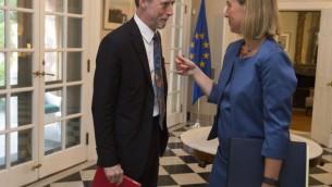 Les responsables de l'UE Nicholas Westcott, à gauche et Federica Mogherini (Crédit : Chris Kleponis/EEAS)