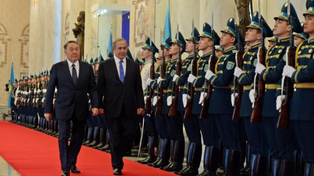 Le Premier ministre Netanyahu et le président du Kazakhstan Nursultan Nazarbayev à Astana, le 14 décembre 2016 (Crédit : Haim Zach/GPO)