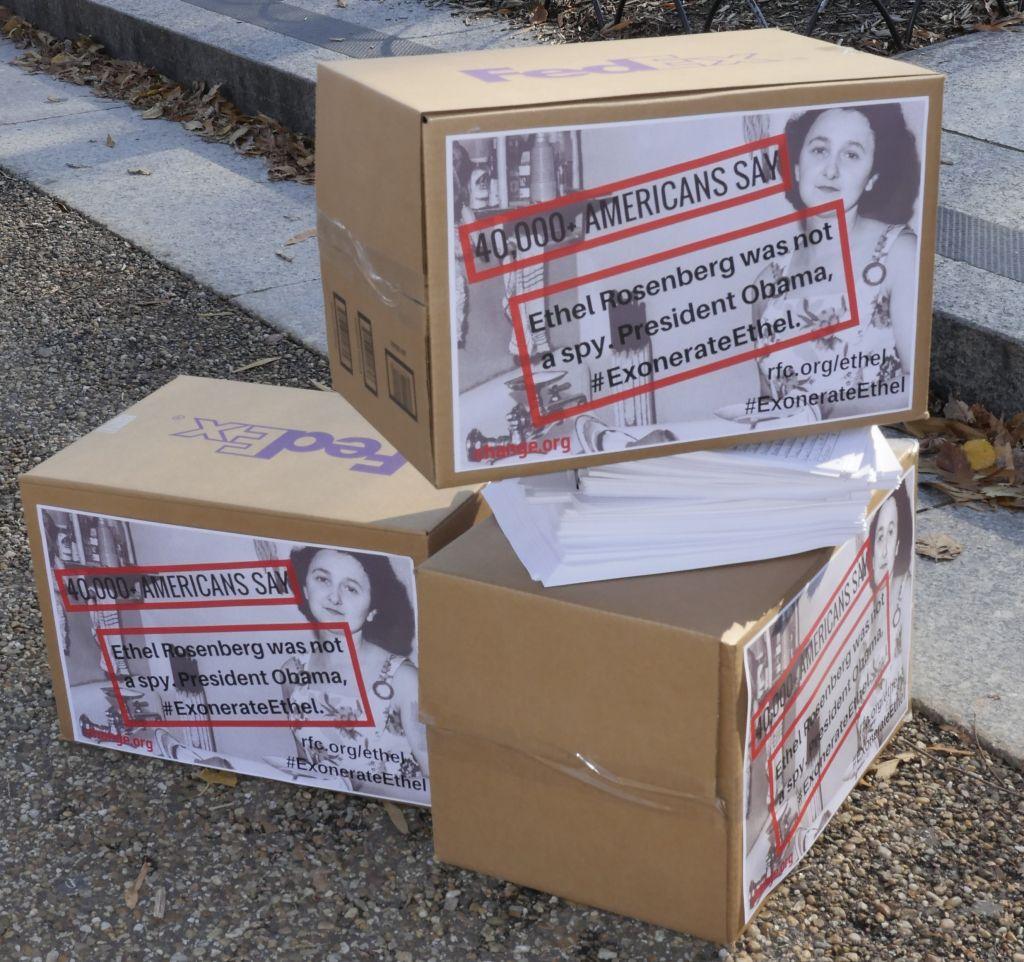 40 000 signatures ont été collectées dans une pétition réclamant la réhabilitation d'Ethel Rosenberg. (Crédit : Alan Heath/Rosenberg Fund for Children)
