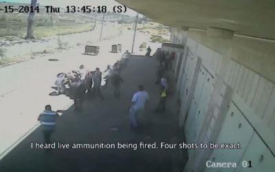 Une capture d'écran montrant le moment qui a suivi la mort d'un adolescent palestinien tué par balles, et dont le meurtrier serait un policier des Douanes au cours d'affrontements survenus le jour de la Nakba, le 15 mai 2014 (Capure d'écran : YouTube/Defence for Children Palestine)