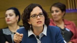 La Parlementaire de Koulanou Rachel Azaria lors d'une réunion de commission à la Knesset, le 8 mars 2016 (Crédit : Miriam Alster/FLASH90)