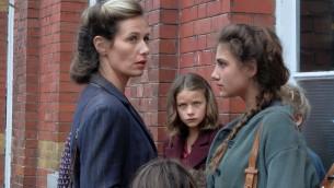 """Cécile de France dans le rôle de Madame Forman dans """"Le voyage de Fanny"""" (Crédit)"""