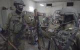 Les soldats israéliens, aux côtés de la police et du Shin Bet, saisissent des dizaines d'armes à Bethléem et à Hébron le 23 août, dans le cadre d'un vaste effort de répression des armements illégaux en Cisjordanie. (Crédit : unité des porte-paroles de l'armée israélienne)