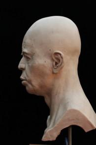 Vue latérale de la reconstruction finale du crâne de Jéricho. La déformation du crâne est à peine visible. (Copyright Trustees of the British Museum, crédit photo : RN DS partnership