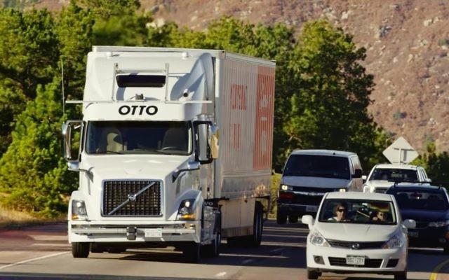 Le camion d'auto-conduite d'Otto avec une cargaison de Budweiser sans conducteur (Crédit : Capture d'écran YouTube)
