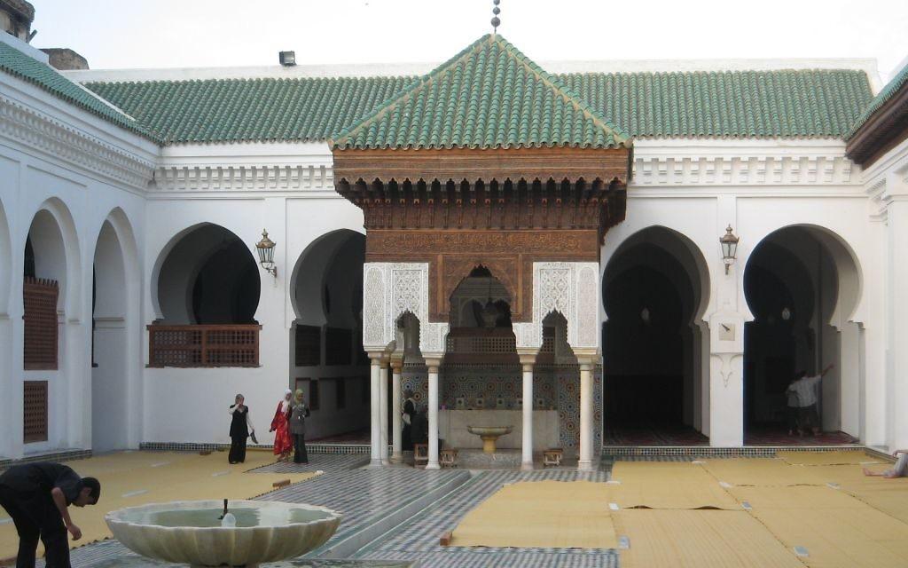 La bibliothèque al-Quarayouine, fondée au 9e siècle à Fès, au Maroc. (Crédit : Khonsali - Travail personnel/CC BY-SA 3.0/WikiCommons)