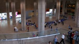 Le hall des arrivées du Terminal 3 de l'aéroport international Ben Gurion. Illustration. (Crédit : Gili Yaari/Flash90)