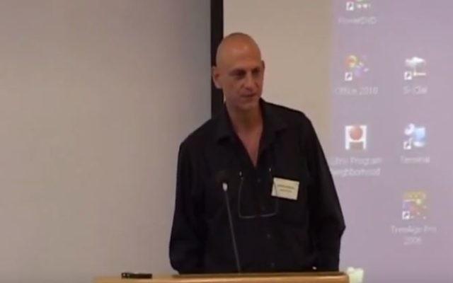 Aharon Aharon en 2010. (Crédit : capture d'écran YouTube)