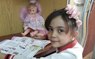 Bana Al-Abed, sept ans, à Alep, en Syrie, en septembre 2016. (Crédit : Twitter/@AlabedBana)