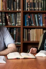 Yaelle Frohlich et Yair Shahak s'affronteront cette année lors du concours biblique international pour adultes, à Jérusalem. (Crédit : autorisation)