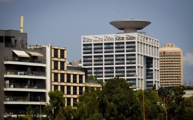 Le bâtiment du ministère de la Défense à Tel Aviv, le 29 août 2016. (Crédit : Miriam Alster/Flash90)