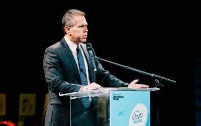 Gilad Erdan, ministre des Affaires stratégiques et de la Diplomatie publique, pendant la première conférence israélienne sur la responsabilité sociétale des entreprises, organisée par Maala à Tel Aviv, le 30 novembre 2016. (Crédit : Netanel Tobias)