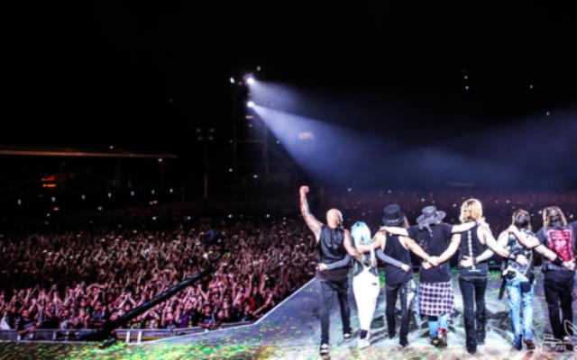 La tournée de Guns N' Roses en l'honneur de leur réunification. La tournée à commencé à l'automne et terminera à tel Aviv au début de l'été. (Crédit : autorisation Guns N' Roses)