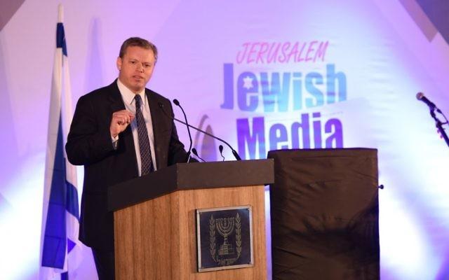 Eli Groner, directeur général du bureau du Premier ministre Benjamin Netanyahu, au Sommet des journalistes juifs, à Jérusalem, le 4 décembre 2016. (Crédit : Miriam Alster/Flash90)