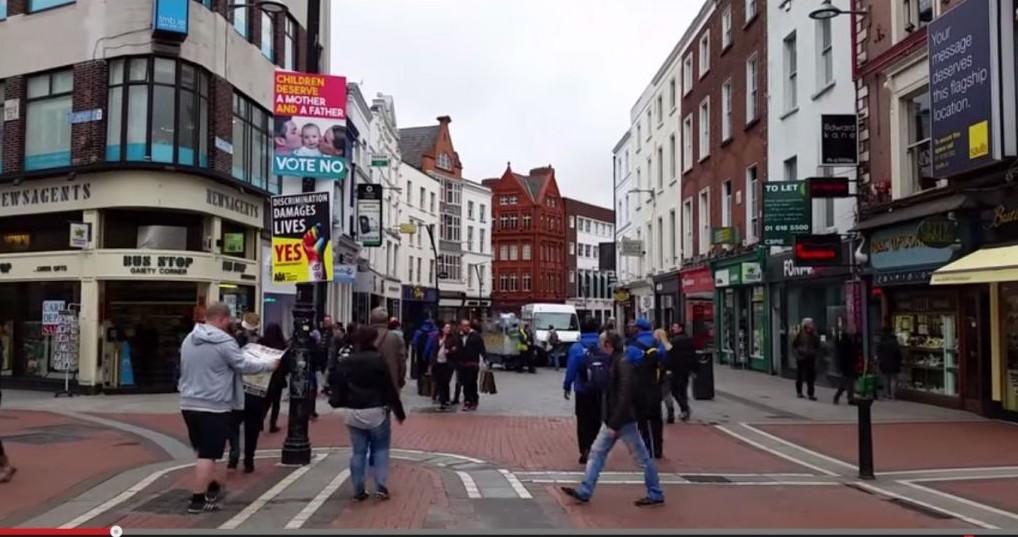 Extrait d'un reportage réalisé par le journaliste Ami Horowitz, où il piège des commerçants irlandais qui boycottent Israël mais acceptent de commercer avec le Soudan, l'Iran et la Corée du Nord. (Crédit : capture d'écran)
