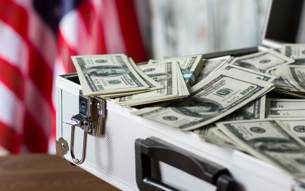 Une mallette remplie d'argent. Illustration. (Crédit : Denisfilm/Istock by Gettyimages)