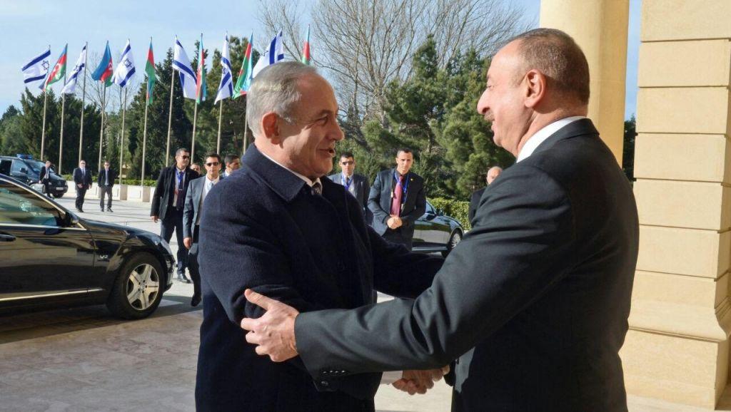 Le Premier ministre Benjamin Netanyahu et le président azéri Ilham Aliyev au Palais Zagulba de Baku, en Azerbaïdjan, le 13 décembre 2016. (Crédit : GPO)