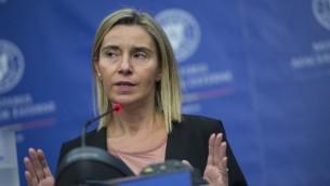 Federica Mogherini, Haute Représentante de l'Union européenne pour les affaires étrangères et la politique de sécurité, pendant une conférence de presse à Bucarest, le 7 octobre 2016. (Crédit : Daniel Mihailescu/AFP)