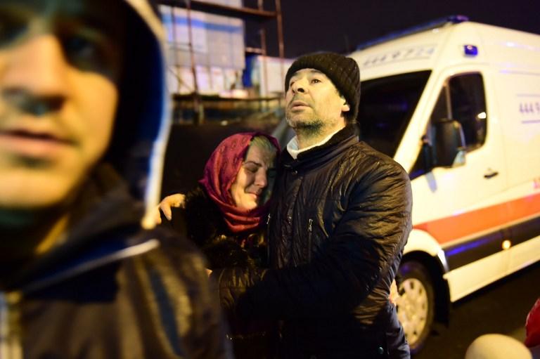 Scène d'un attentat terroriste à main armée à Istanbul, le 1er janvier 2017. (Crédit : Yasin Akgul/AFP)