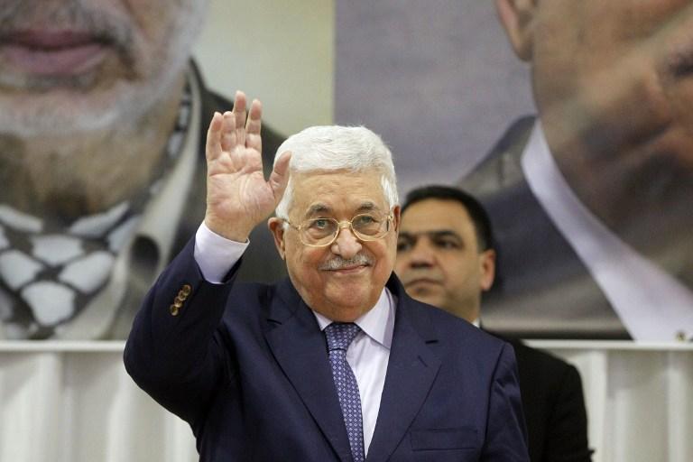 Le président de l'Autorité palestinienne Mahmoud Abbas à Beit Sahur, en Cisjordanie, près de Bethléem, le 6 janvier 2017. (Crédit : Hazem Bader/AFP)