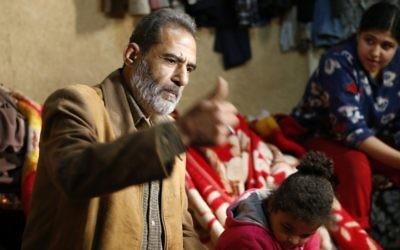 Fuad Abu Khaled, Palestinien qui a fui la guerre civile syrienne avec sa famille pour le camp de réfugiés palestiniens de Shatila, près de Beyrouth, au Liban, le 7 janvier 2017. (Crédit : Anwar Amro/AFP)